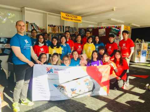 Chinese Alumni Club working bee at Dominion Road Primary School, Mt Roskill