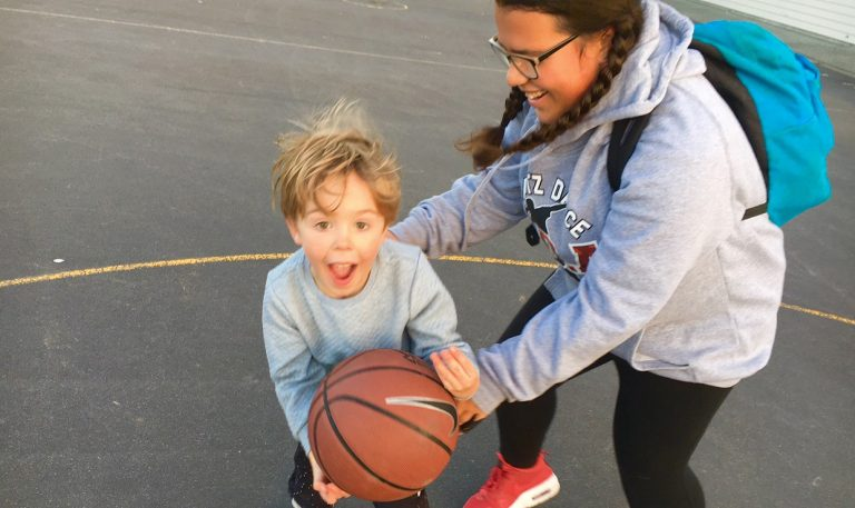 nic-and-myah-playing-basketball