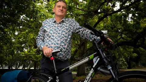 "rides a bike – partly because it makes sense in Auckland and keeps him fit, but also because it's ""my reminder to myself that in fact the climate is changing""."