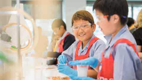Two children at BASF Kids' Lab
