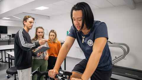 Undergraduate Exercise Sciences students in the teaching lab