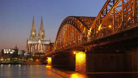 Hohenzollernbrücke in Cologne (Germany) with Cologne Cathedral in the blue hour by Thomas Wolf, www.foto-tw.de / Wikimedia Commons / CC BY-SA 3.0